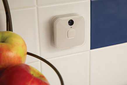 This Wireless Security Camera Wants to be a Fly on Your Wall (or Ceiling)